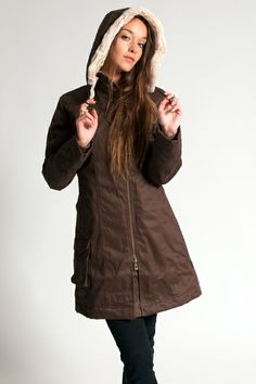 Nothing beats a stylish long coat for winter and fall. The HoodLamb Ladies Long Coat has been polished off towards perfection. It has a beautiful cut, sharp lines to accentuate your curves, is water and wind-resistant, has a heavy 9mm double zipper to block out the cold, windcatchers with thumbholes, fake-fur lined hand warmer pockets and a detachable hood. It also includes a rolling paper dispenser, secret pocket and magnetic pockets. Composition: 55% hemp, 45% organic cotton twill