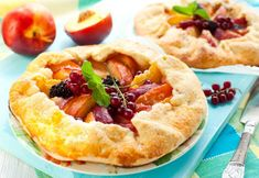 Dessert Recipe: Peach and Blackberry Galette Sure, you've made pies and tarts, but have you made a galette? The beautiful presentation of this French pastry – defined loosely as any flat, round pastry. Just Desserts, Delicious Desserts, Yummy Food, Sweet Desserts, Healthy Food, Pie Dessert, Dessert Recipes, Dessert Dips, Fruit Recipes