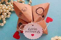 Te enseñamos varias invitaciones que puedes hacer en casa con muy pocos materiales y muchas ganas. Anímate a hacer tus propias invitaciones.