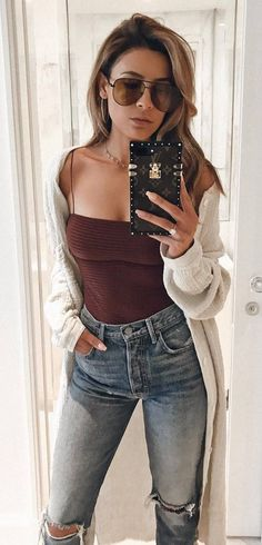 what+to+wear+with+a+nude+cardi+:+top+and+ripped+jeans