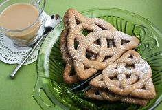 Sprinkle Bakes: Celtic Knot Cookies- omg i love this!