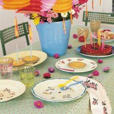 Des assiettes peintes de fleurs colorées - marieclaireidees.com