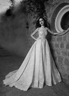 Imagen 65 Taylor: Espectacular vestido de novia alta costura con imponente falda | HISPABODAS