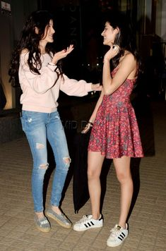 Shanaya Kapoor and Ananya Panday's night out in Juhu College Girl Fashion, College Girls, Actress Without Makeup, Deepika Padukone Style, Friend Poses, Red Floral Dress, White Boots, Bollywood Stars, Off Shoulder Tops