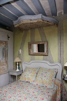 French Country Rustic Bedroom: Rectangle mirror above vintage headboard. Rustic French, French Country Style, French Farmhouse, Parisian Style, Tudor Style Homes, Deco Addict, French Country Bedrooms, Cozy Bed, Simple House