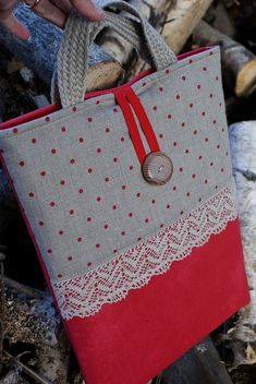 Laptop sleeve for a 13 inch Macbook/ linen/ handles