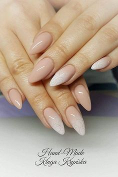If you are not a hot fan of fearless stiletto nail designs, almond nails are here for you! the almond nail is a beautiful shape that is currently trending. Pointy Nails, Nude Nails, Acrylic Nails, Pink Ombre Nails, Indigo Nails, Nagel Gel, Almond Nails, Winter Nails, Spring Nails