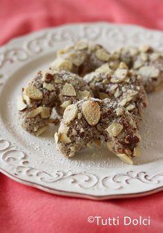 Italian Amaretti (Almond Cookies)