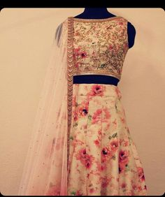 Lehenga Pakistani Dresses, Indian Dresses, Indian Outfits, Indian Attire, Indian Wear, Bride Indian, Simple Lehenga, Indian Couture, Indian Designer Wear