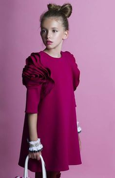 65 Ideas for fashion kids dress products Little Girl Fashion, Toddler Fashion, Kids Fashion, Little Girl Dresses, Girls Dresses, Kids Gown, Stylish Kids, Kind Mode, Baby Dress