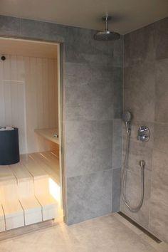 """Sauna ei aivan ehtinyt valmiiksi samassa tahdissa muun talon kanssa, eikä aivan jouluksikaan. Mutta nyt se on valmis. """"Saunaosasto"""" alkaa... Spa Like Bathroom, Laundry Room Bathroom, Bathroom Toilets, Bathroom Layout, Bathroom Interior, Modern Saunas, Building A Sauna, Sauna Shower, Quonset Homes"""