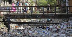 Dia da Terra =agência de notícias Associated Press divulgou uma série de imagens q tentam conscientizar o público sobre a ação destruidora do homem nos recursos naturais da terra.   Na sequência de fotos, a mostra dos resultados da poluição, do desmatamento e como esses fatores influenciam o dia a dia dos seres humanos http://noticias.r7.com/internacional/fotos/serie-de-fotos-impressionantes-chama-a-atencao-para-escassez-de-recursos-planetarios-23042014#!/foto/1
