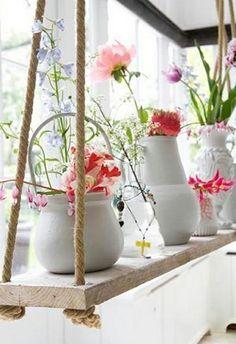 wunderschöne-fensterdeko-weiße-gestaltung- zärtliche blumen - 27 interessante Vorschläge für Fensterdeko (country decorating ideas)