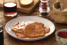 Le scaloppine in rosa sono molto semplici da prepare. Un secondo piatto goloso, ideale quando a casa arrivano degli ospiti inaspettati.