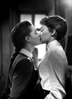 changelobstersanddance:   Romy Schneider(1938 – 1982)& Lilli Palmer (1914 – 1986)in Mädchen in Uniform, 1958   I ♡ ♡ ♡ This ! Mmmmm…….