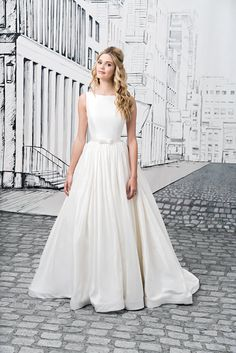 Simplicity at its best is created by this Silk Dupion ball gown with a Sabrina neckline, natural waist, open back with bow closures, and cathedral length train. A Mikado version of this gown is available as style Modest Wedding Gowns, Wedding Dresses Photos, Designer Wedding Dresses, Bridal Gowns, Sabrina Neckline, Justin Alexander Bridal, Wedding Gown Gallery, Prom Dress Shopping, Sophisticated Bride