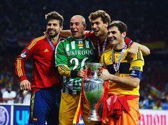 Pepe Reina con la camiseta de Miki Roque Real Betis Balompie