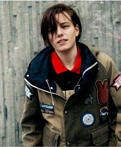 Erika Linder (omg, love that chunky cozy jacket and nose ring combo, androgynous, tomboy fashion) Butch Fashion, Tomboy Fashion, Butch Girls, Erika Linder, Below Her Mouth, Tomboy Aesthetic, Androgynous Models, Androgynous Style, Tomboy Look