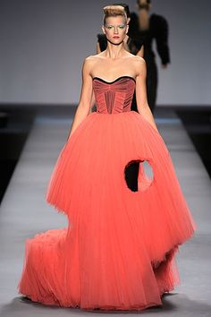 Victor and Rolf Sculptured Couture http://uniquedesignobsession.com/2011/10/17/viktor-and-rolf-scultptured-couture/