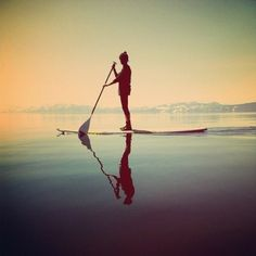 Paddle surf, the summer way of life The Places Youll Go, Places To Go, Into The Wild, Sup Stand Up Paddle, Sup Yoga, Sup Surf, Beach Girls, Lake Life, Adventure Is Out There