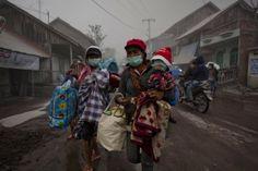 Egyre erősebb a Sinabung vulkán kitörése