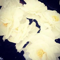 DIY'ed huge paper flowers for my sisters baby shower #diy