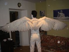 How to make articulated wings for cosplay with real feathers Cosplay Wings, Cosplay Diy, Halloween Cosplay, Halloween Costumes, Cosplay Ideas, Halloween 2020, Cosplay Makeup, Halloween House, Anime Cosplay