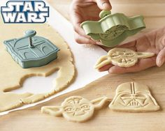 STAR WARS COOKIES- Gotta tell Amy 'bout these for their kids!!