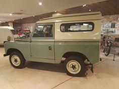 Museo Sala Team - Vista lateral del Land Rover.