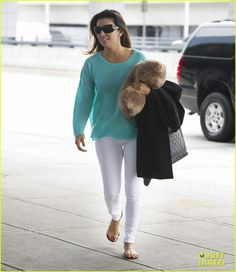 Eva Longoria holds on to a pillow as she makes her way inside JFK Aiport on Friday afternoon (April 19) in New York City.    The 38-year-old actress new show Ready…