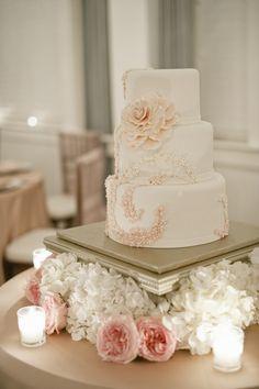 Wedding Cake by flowerandflour.com, Flowers by bobbymarksdesigns.com, Photography by harwellphotography.com