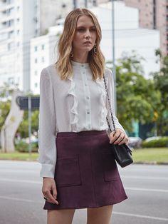 Do trabalho ao Happy Hour! A camisa com babados elegante junto com a saia de suede, escolha perfeita para brindar a sexta-feira.  SHOP NOW: http://www.amissima.com.br/