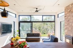 Granny flat design: A chic new build in outer Sydney - The Interiors Addict Studios Architecture, Modern Architecture, Steel Cladding, Recycled Brick, Passive Design, Lots Of Windows, Granny Flat, Home Safes, Maine House