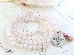 Mala Liebe Kette Diese Kette kann individuell bei uns bestellt werden! Pearl Necklace, Beaded Bracelets, Jewelry, Fashion, Pearls, Necklaces, Love, Schmuck, String Of Pearls