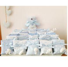 Pronti i portaconfetti bomboniera in tessuto millerighe italiano per il piccolo Thiago. Ad accompagnarli un tenero orsetto Doug-dou con il s...