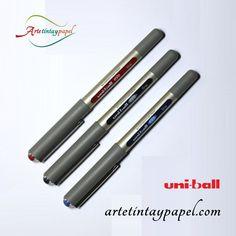 Bolígrafo uniball eye fine tinta líquida 0,7mm en color azul, rojo y negro. Luminosidad y fluidez en la escritura, punta roller. Cuenta con un sistema para distribuir la tinta para impedir el goteo. Cuerpo redondeado para trabajar cómodamente.