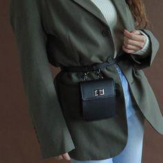 Fall Handbags, Handbags On Sale, Balenciaga, Waist Purse, Belt Purse, Popular Purses, Street Style Outfits, Leather Fanny Pack, Cute Purses