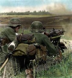 German is in Russia.Eastern wwii worldwartwo secondworldwar historicalphotosforyou world worldwar German Soldiers Ww2, German Army, Ww2 Photos, History Photos, Ww2 Pictures, Military Photos, Military History, Military Art, Luftwaffe