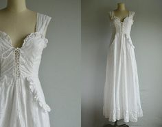 Oh how I loved my Gunnies! This white eyelet lace maxi dress has all those classic - and sexy - Gunne Sax details. The bodice features a deep