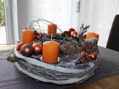 Adventskranz aus gekalktem Rebenkranz! Dekoriert mit natürlichen Materialien, Kugeln und einem Reh! Preis ohne Kerzen 49,90€ – Kerzen gegen Aufpreis!