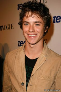 Jeremy Sumpter... Peter Pan just keeps getting better as he gets older :D