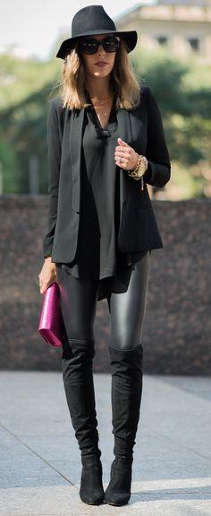 Leather leggings or liquid leggings not sure of the difference and boots seem to go quiet nicely oxoxoxo Estilo Miranda Kerr, Miranda Kerr Style, Miranda Kerr Fashion, Miranda Kerr Outfits, Mode Outfits, Winter Outfits, Casual Outfits, Black Outfits, Casual Attire