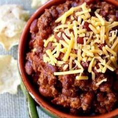 Easy Beef Chili Recipe, Chili Recipes, Hot Dog Toppings, Chili Toppings, Kid Friendly Chili Recipe, Dog Recipes, Recipes With Beef Hot Dogs, Slow Cooker Chili