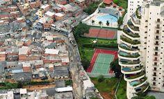 Brezilya'da fakir ve zengin mahalleleri arasındaki sınır.
