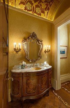 Желтые обои для стен и потолка ванной комнаты.