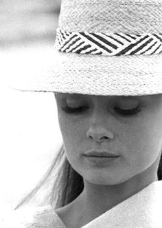 Audrey Hepburn on the set of The Unforgiven, 1960