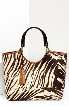 Salvatore Ferragamo 'Gancini Ciondolo Mare' Shopper #beautyinthebag #BAGS #designer                                                                                                                                                                                 Más