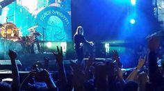 Ozzy como siempre ganandose al publico con sus locuras.....22 oct 2013. San Jose, CRC.