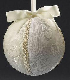 Bola de isopor decorada com tecido