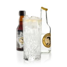 Gin & Tonic & Bitters: 5 cl Gin z.B. Tanqueray No. Ten Gin, 15 cl Thomas Henry Tonic Water, 2-3 Dashes Thomas Henry Tonic Bitters by TBT  Glas: Longdrink Garnitur: keine